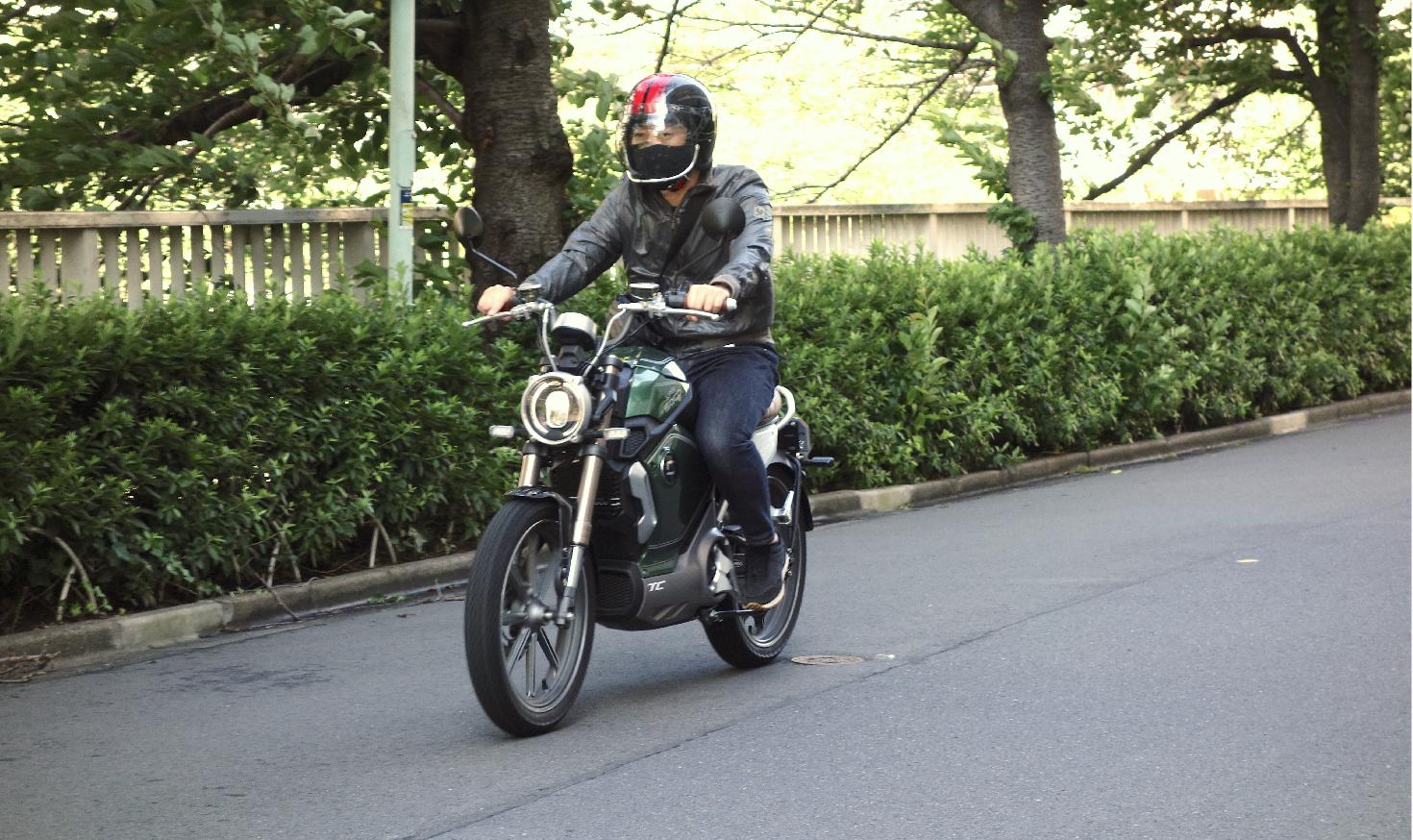【試乗レポ】静かな走りが病みつきになる!  エンジン好きでも楽しめる電動バイク「SuperSoco」